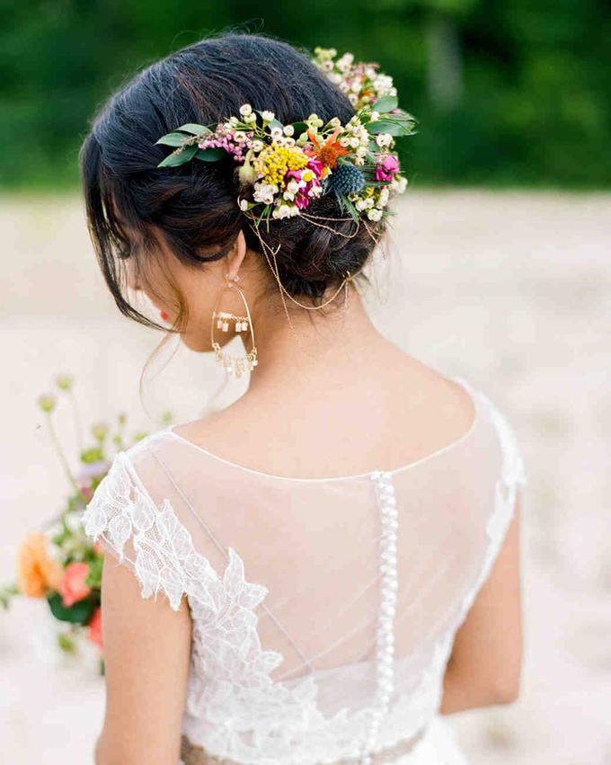 7 cách giúp cô dâu nâng cấp tóc búi thêm quyến rũ