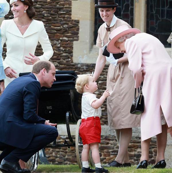 Bảo mẫu Maria Borrallo xuất hiện tại nhà thờ trong lễ rửa tội của Công chúa Charlotte năm 2015. Ảnh: UK Press.