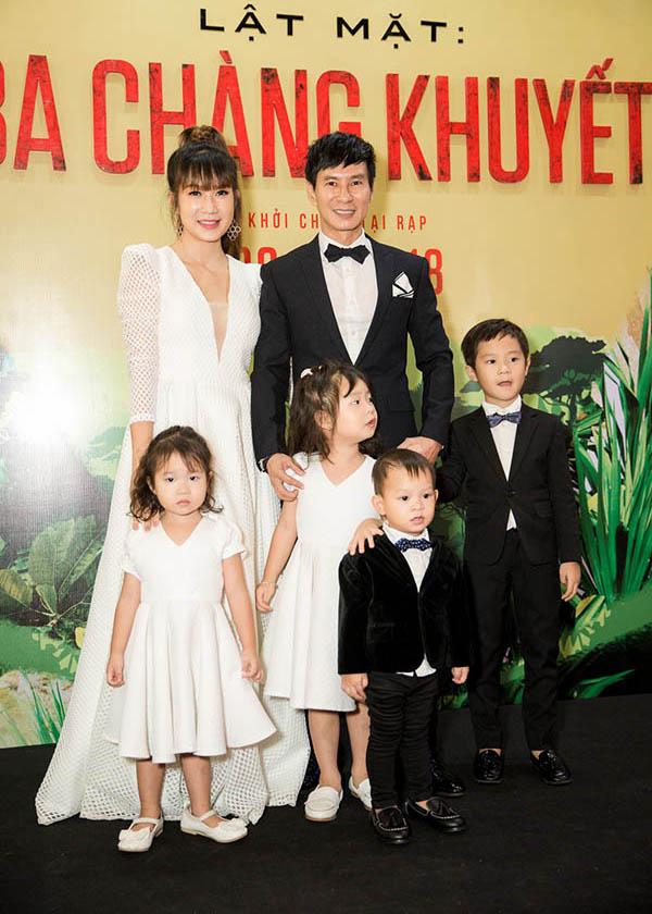 Lý Hải - Minh Hà cùng các con tại buổi ra mắt phim Lật mặt: Ba chàng khuyết hồi tháng 4/2018.