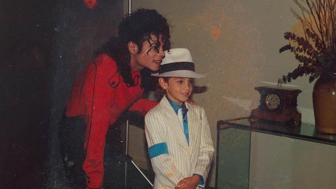 Wade Robson quen biết Michael Jackson qua một cuộc thi nhảy.