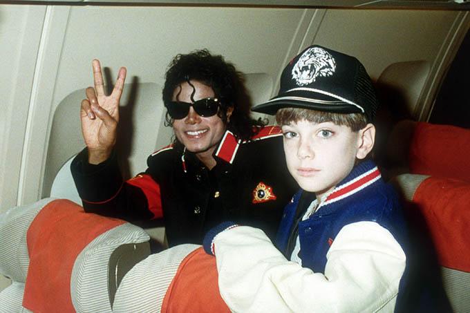 Michael Jackson và James Safechuck trong những năm 1980.