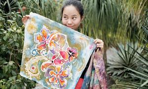 Nữ thiết kế trẻ tiếp lửa cho nghề thêu truyền thống