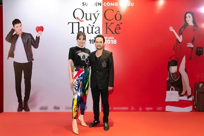 Trang Nhung sánh vai ông xã Hoàng Duy trên thảm đỏ sự kiện ra mắt phim Quý cô thừa kế.