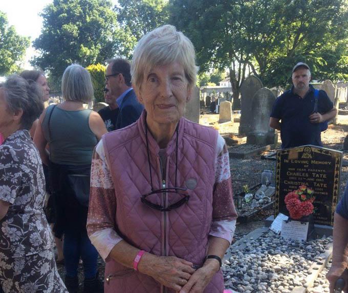 Cụ Eileen Macken đang mong đến ngày được gặp mẹ đẻ sau 61 năm tìm kiếm. Ảnh: Instagram.