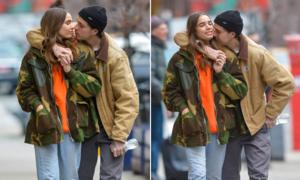 Brooklyn không ngừng âu yếm bạn gái trên phố