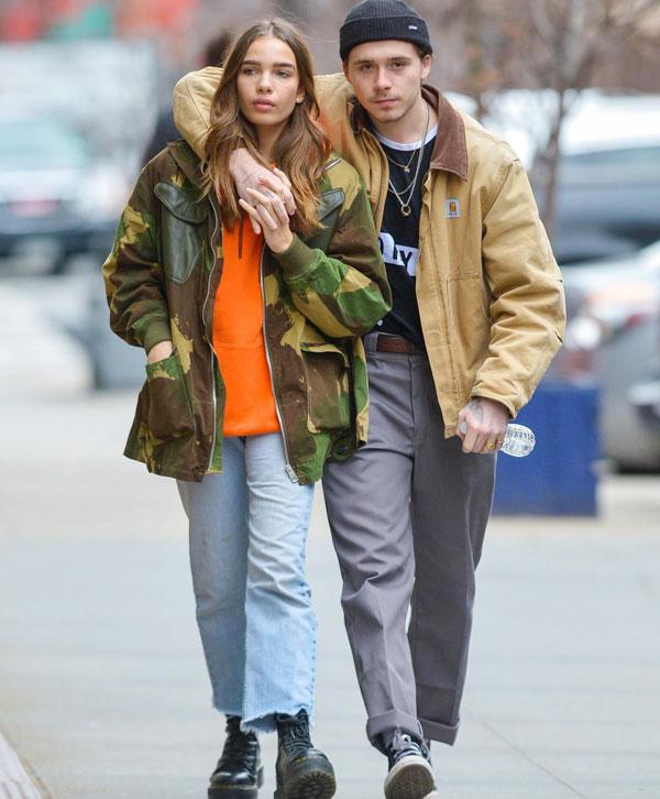 Brooklyn không ngừng âu yếm bạn gái trên phố - Ngôi sao Marry