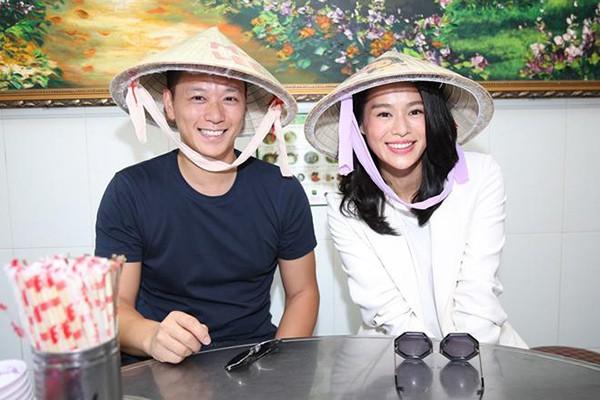 Hồ Hạnh Nhi và ông xã Philip Lee trong một bức ảnh được chụp tại Việt Nam cuối 2018.