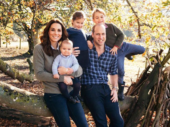 Nhà William - Kate và ba con George, Charlotte, Louis tại Anmer Hall hồi cuối thu năm 2018. Ảnh: PA.