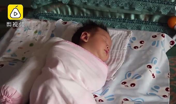 Em bé 23 ngày tuổi ở Cát Lâm, Trung Quốc biết nói mama hôm 20/1. Ảnh: Asiawire.