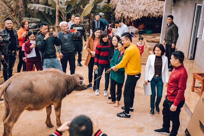 Sau chuyến từ thiện này, Tuấn Hưng hạn chế đi diễn để dành thời gian đón Tết bên gia đình.