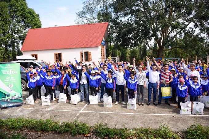 Nhựa Long Thành trao gần 1.000 phần quà Tết cho người dân Đắk Lắk - 3