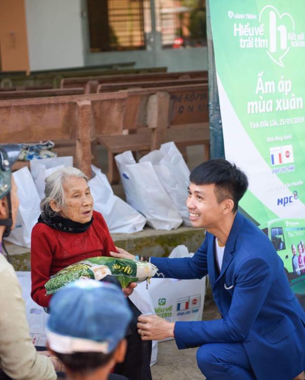 Nhựa Long Thành trao gần 1.000 phần quà Tết cho người dân Đắk Lắk