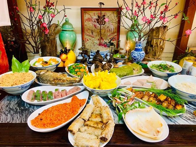 Mâm cỗ cúng 11 món của gia đình diễn viên Diệu Hương.
