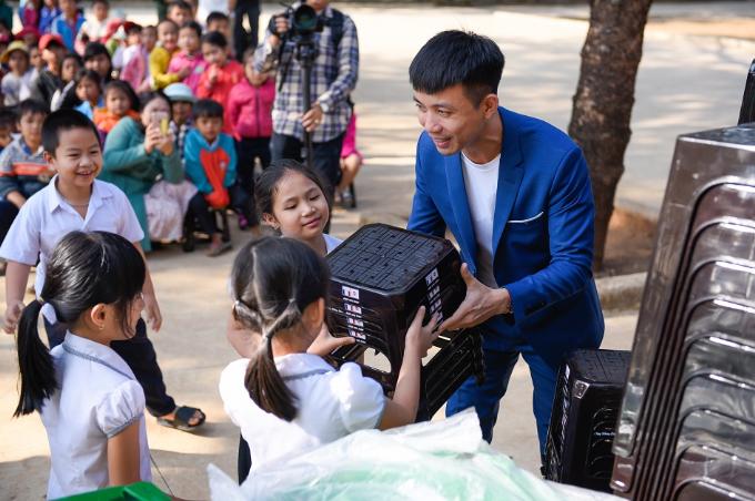 Nhựa Long Thành trao gần 1.000 phần quà Tết cho người dân Đắk Lắk - 2