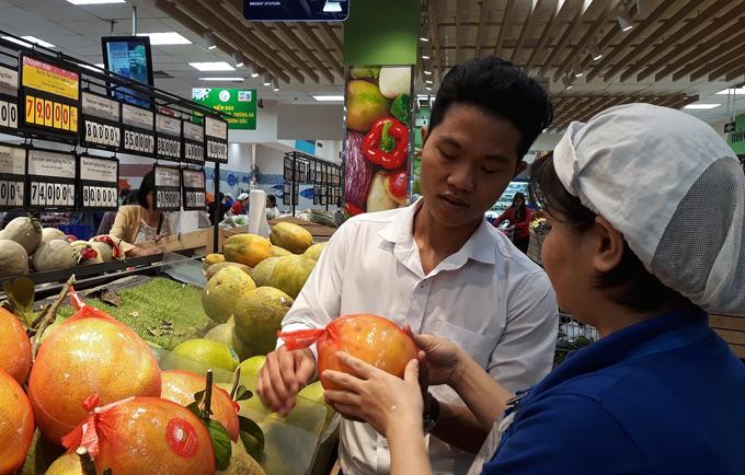 Người tiêu dùng dù đang ở bất cứ đâu cũng có thể dễ dàng mua được đặc sản của các vùng miền khác.