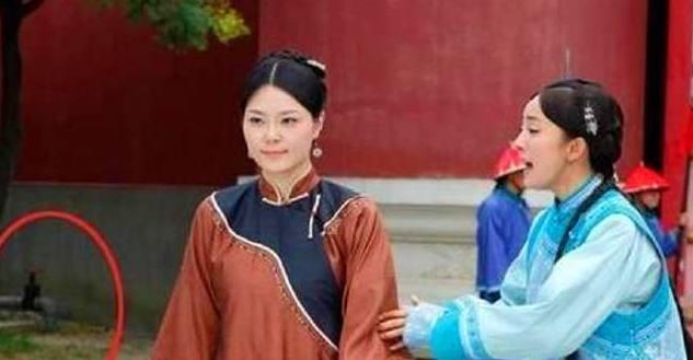 Hoàng cung đời Thanh trong phim Cung tỏa tâm ngọc (Dương Mịch và Phùng Thiệu Phong đóng chính) tân tiến đến mức sử dụng vòi nước.