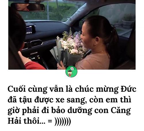 Nhiều người nể phục Phan Văn Đức vì mới 23 tuổi đã tậu được xế hộp hơn 1 tỷ tặng mẹ, trong khi bản thân vẫn phải đi bộ (xe Căng Hải tức xe hai cẳng).