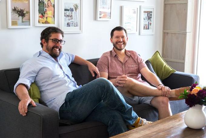 Hai nhà sáng lậpBouqs: JP Montufar (trái) và John Tabis. Ảnh: CNBC.