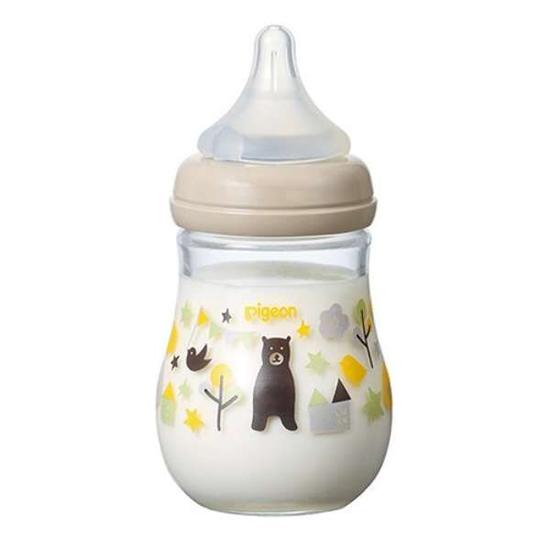 Bình sữa là vật dụng không thể thiếu trong những năm tháng đầu đời.Bình sữa là vật dụng không thể thiếu trong những năm tháng đầu đời. 2.480 yên/   bình (khoảng 520.000 đồng,   chưa gồm thuế).
