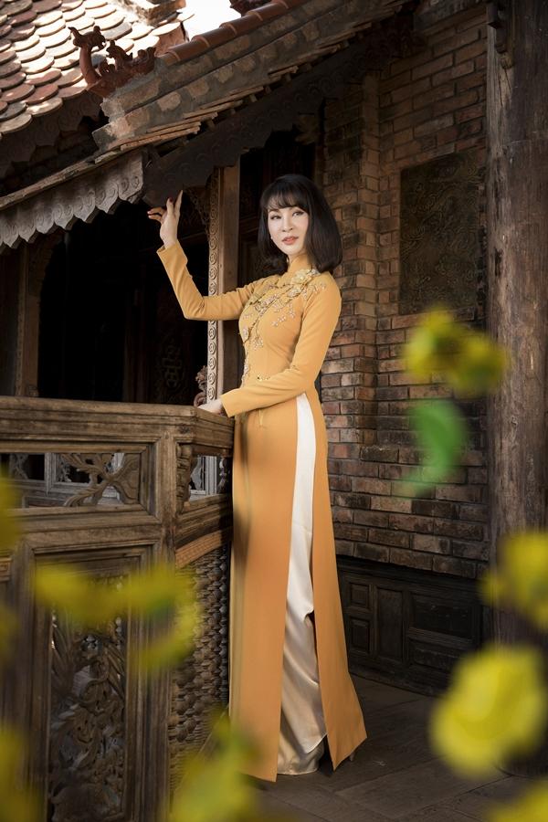 MC Thanh Mai vừa thực hiện bộ ảnh đón xuân với trang phục của NTK Thủy Nguyễn.