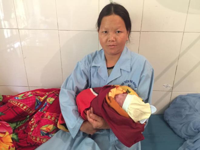 Bé gái Hà Giang chào đời sau cú rơi xuống vực sâu 10 m của mẹ - 1