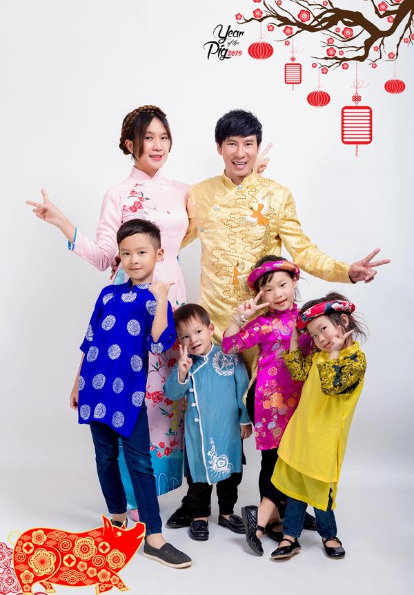 Minh Hà tâm sự, gia đình đông con khá vất vả nhưng cô vui vì tổ ấm luôn tràn ngập tiếng cười của con trẻ.