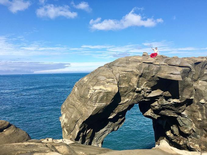 Elephant Trunk Rock, Taiwan      mchoangoanh Amazing natureVẫn muốn khoe tiếp với các bạn về thiên nhiên và địa chất tuyệt đẹp của Đài Loan Mình vốn mê phiêu lưu nên cứ leo trèo vòng vòng nơi này để nhìn ngắm thế giới kì diệu. Nếu có cơ hội đến đất nước này bạn đừng quên Mõm Đá Voi nhé