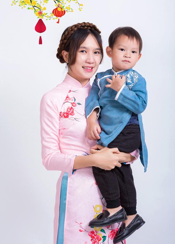 Vợ Lý Hải được nhiều chị em phụ nữ ngưỡng mộ. Trên trang cá nhân cô hay chia sẻ những hình ảnh sum vầy, hạnh phúc bên ông xã và 4 con.