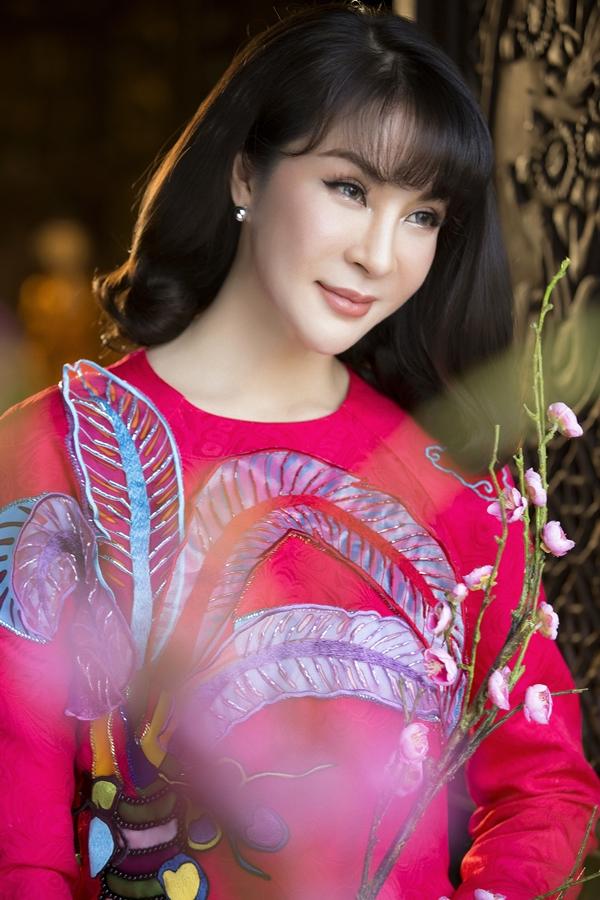 Nhiếp ảnh: Lê Thiện Viễn, Stylist: Đinh Thanh Long, Trang điểm: Kunny Lee.