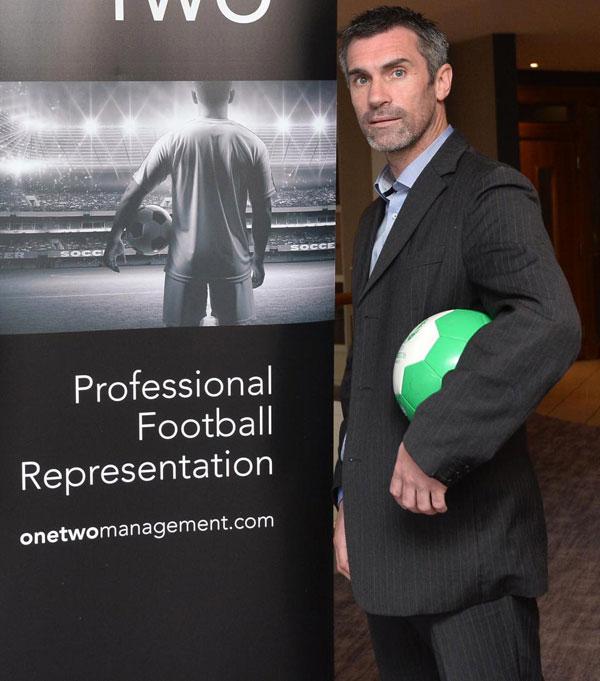Cựu cầu thủ MU, Keith Gillespie tiêu sạch 7,2 triệu bảng vào chiếu bạc. Năm 2010, cựu tiền vệ Newcastle phá sản ở tuổi 35. Trong một cuộc phỏng vấn với Guardian, Keith Gillespie cho biết, anh không chỉ mất tiền vì cờ bạc mà còn thua lỗ trong việc kinh doanh bất động sản.