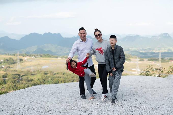 Chuyến du xuân ở Mộc Châu thiếu vắng bé Nu, con út của đôi vợ chồng. Cậu nhóc mới hơn một tuổi nên được bố mẹ cho ở nhà vì chưa có đủ sức khỏe để du lịch vùng núi.