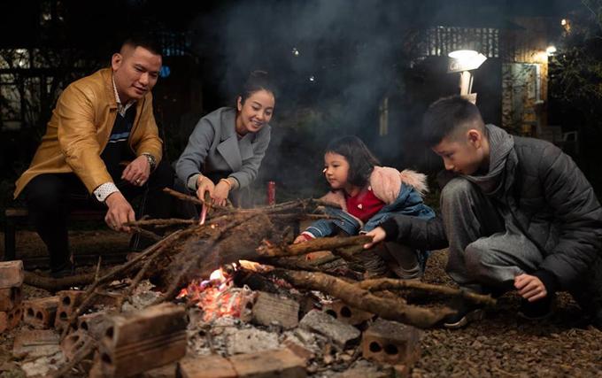 Đây là lần đầu tiênLần đâu cả nhà đi Mộc Châu, 2 bạn nhỏ rất thích vì cũng lần đầu được trải nghiệm ở trong bản và đốt lửa nướng thịt và chơi các trò chơi, đàn ca quanh lửa trại