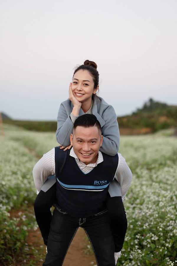 Kết hôn đã 6 năm, tình cảm của Jennifer Phạm và doanh nhân Đức Hải càng thêm mặn nồng. Cả hai dù bận rộn với công việc nhưng luôn dành thời gian du lịch để sưởi ấm tình yêu.