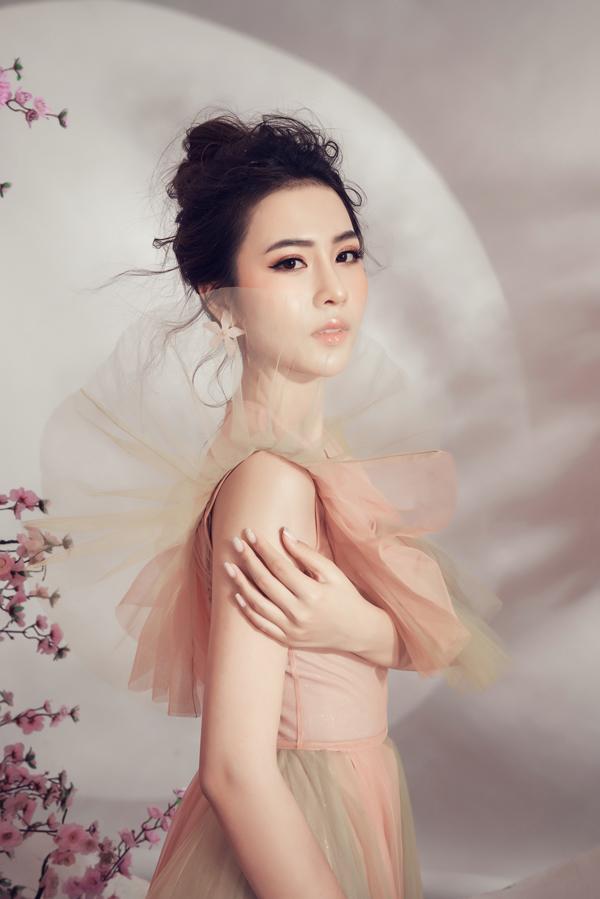 Chào đón Tết Nguyên đán Kỷ Hợi 2019, hoa hậu Kim Ngọc khoe vẻ đẹp thanh xuân tuổi 19 trong bộ ảnh mới.