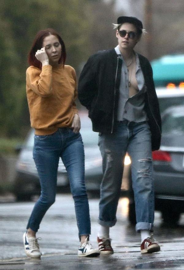 Kristen mặc theo phong cách tomboy vừa gợi cảm. Cô duy trì hình ảnh phi giới tính từ nhiều năm nay.