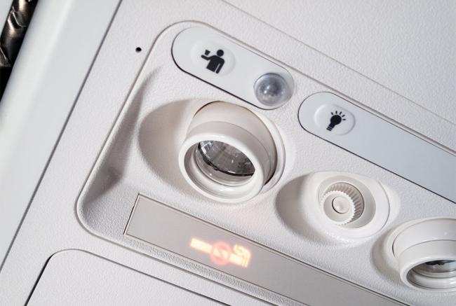 Những hành động của hành khách gây khó chịu cho tiếp viên hàng không - 2