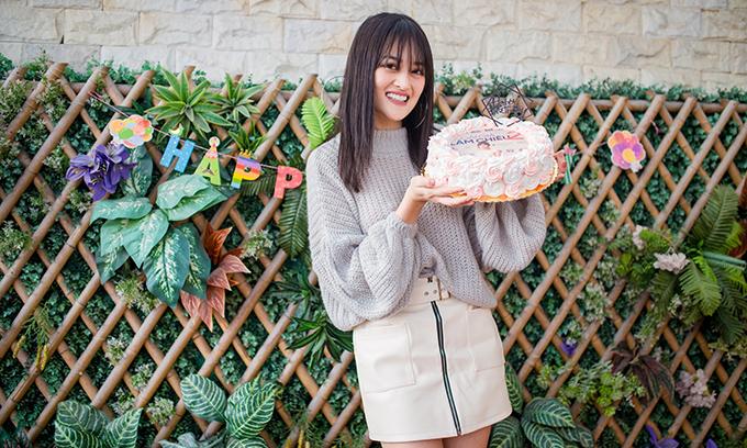 Ngày 3/2 sắp tới, Thùy Anh tròn 24 tuổi. Nhân dịp về Hà Nội đón Tết Nguyên đán bên gia đình, nữ diễn viên tổ chức mừng sinh nhật sớm bên người hâm mộ hôm 30/1.