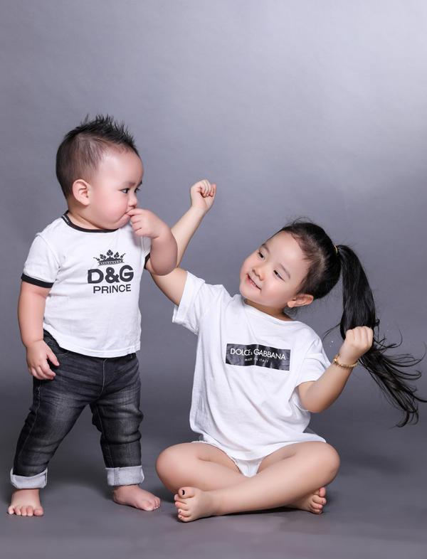 Bé Vani háo hức mong đến Tết để được nhận tiền mừng tuổi và du xuân cùng bố mẹ, em trai.
