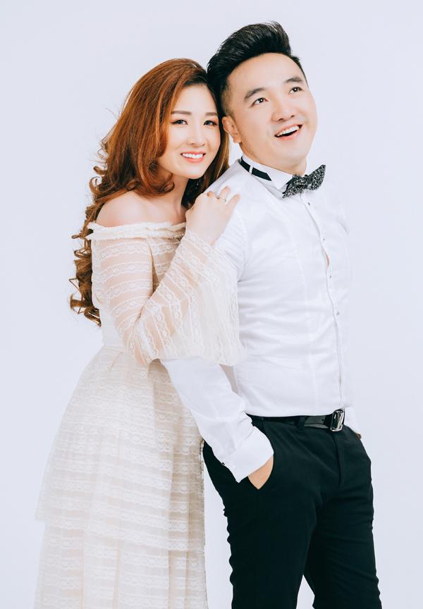 Dương Ngọc Thái và bà xã Triệu Ái Vy kết hôn được 6 năm. Từ khi về chung nhà, Ái Vy tạm gác sự nghiệp ca hát để đảm đương vai trò làm vợ, làm mẹ và là hậu phương của chồng.