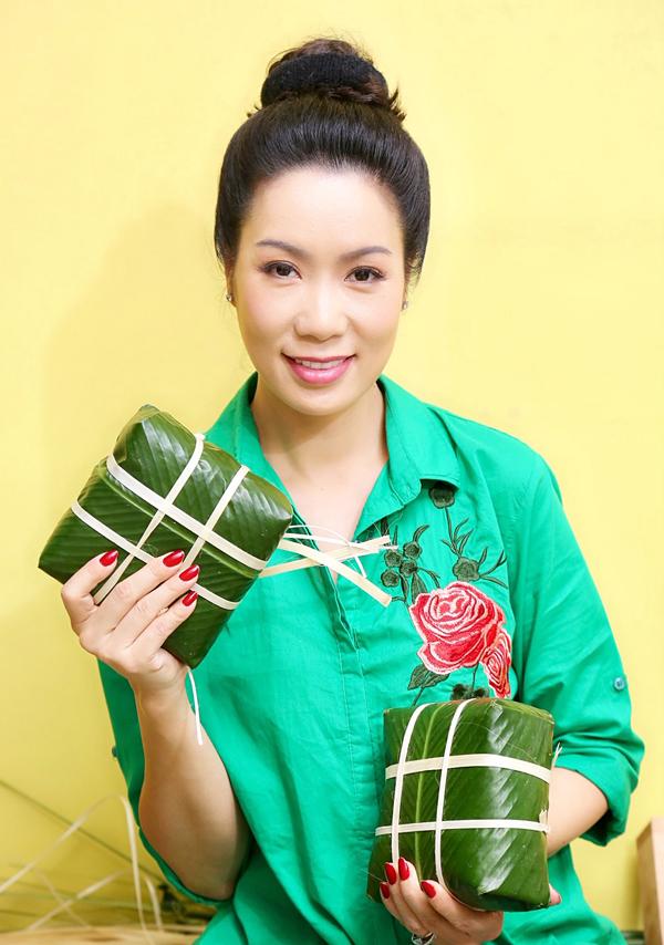 Trịnh Kim Chi khoe những chiếc bánh vuông vức chị tự tay hoàn thành.