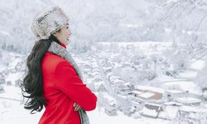 Ngọc Diễm ngắm cảnh tuyết phủ trắng làng cổ Shirakawago ở Nhật