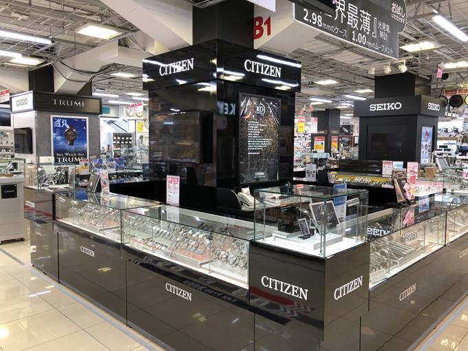 Mua sắm khi đi du lịch là một phần không thể thiếu với nhiều người. Đại diện BicCamera, Nhật Bản cho biết, siêu thị thường xuyên đón những đoàn khách từ khắp nơi trên thế giới tới mua sắm và chọn quà tặng cho người thân bạn bè, trong đó có những chiếc đồng hồ từ các thương hiệu nổi tiếng.