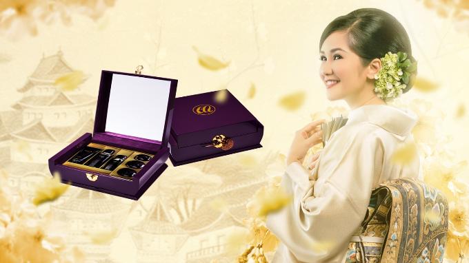 Hồng Nhung chọn chọn bộ sản phẩm Embellir Limited để chăm sóc sắc đẹp.