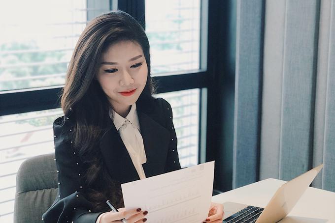 Nữ doanh nhân trẻ Tuệ Nghithành lập công ty năm 2010khi mới 17 tuổi.