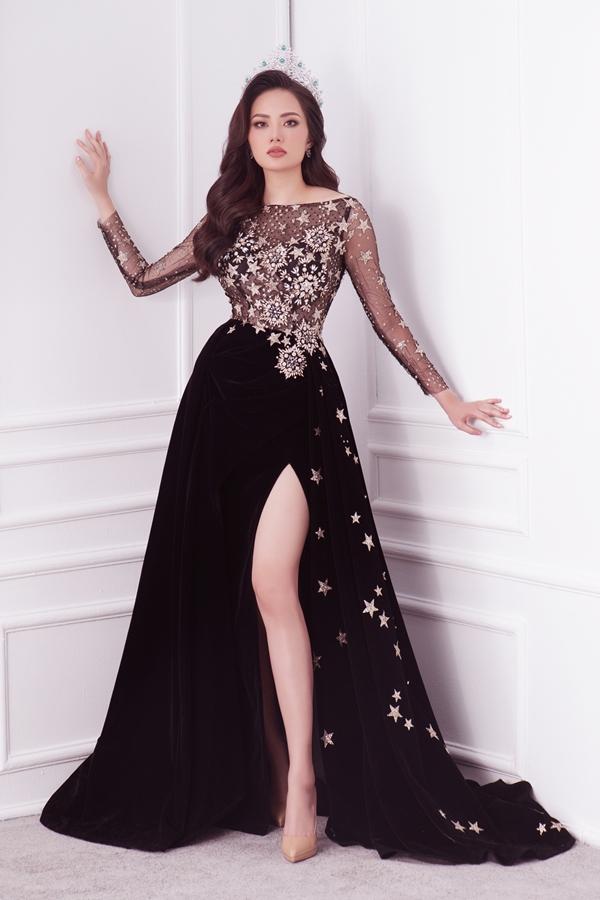 Năm 2013, Diệu Linh từng lọt top 10 Siêu mẫu châu Á ở Trung Quốc. Năm 2015, cô thi tiếp