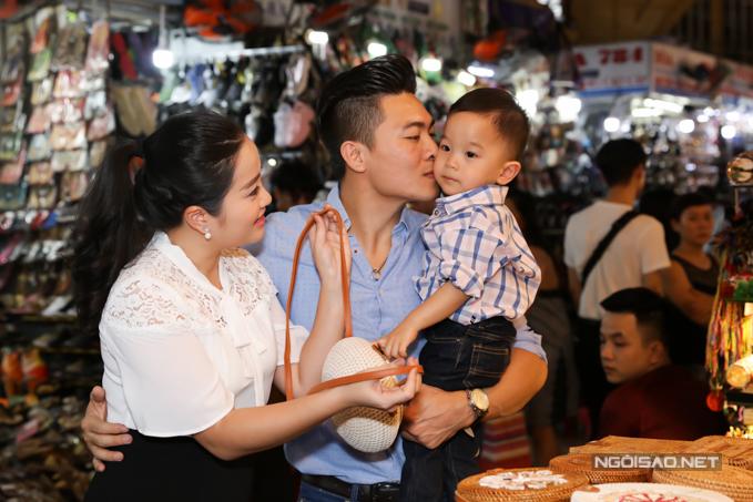 Nhóc tỳ 2 tuổi được bố hết mực cưng chiều. Vợ chồng Hồng Phượng đang lên kế hoạch sinh thêm con để con trai có em chơi cùng.