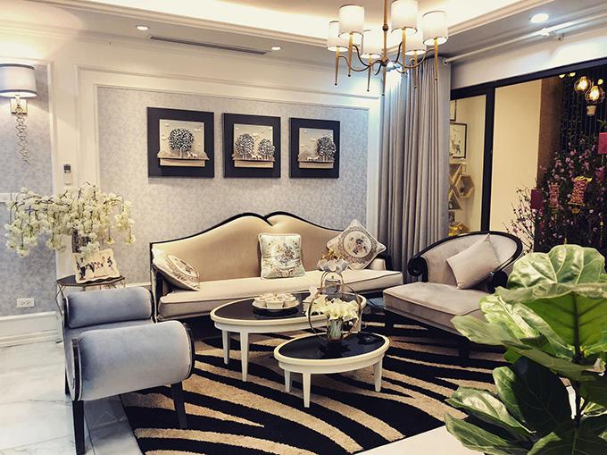 Phương Oanh sống độc thân trong căn hộ cao cấp rộng 100 mét vuông ở gần hồ Hoàng Cầu (Hà Nội).