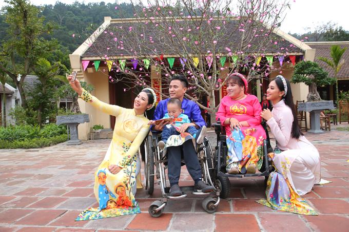 Ngọc Hân, Tiểu Vy ghi hình chương trình ngày 30 Tết - 1