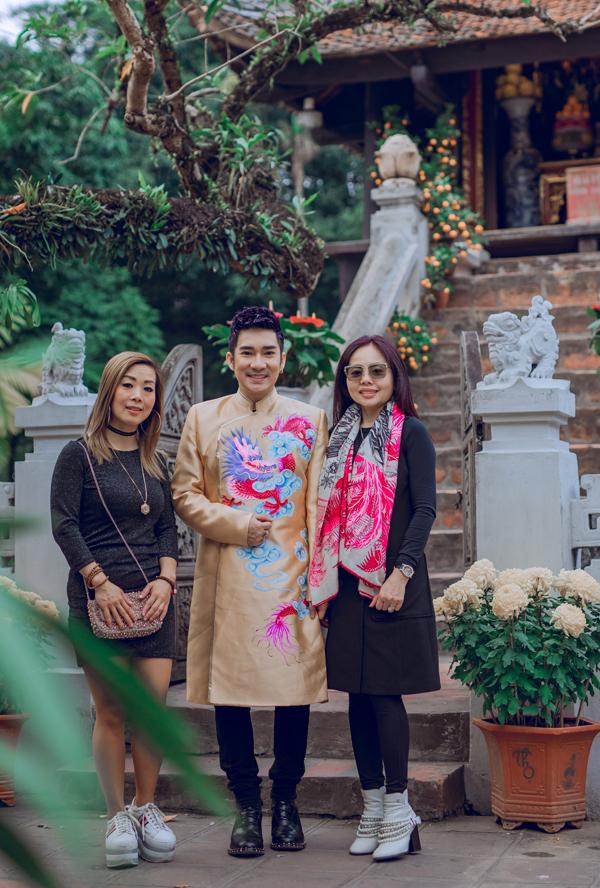 Hai chị em tình cờ gặp một fan của Quang Hà khi đi vãn cảnh chùa. Sắp tới nam ca sĩ sẽ phát hành CD nhạc trẻ Ai rồi cũng sẽ khác và quay MV cổ trang Đợi em đến hoa cũng tàn.