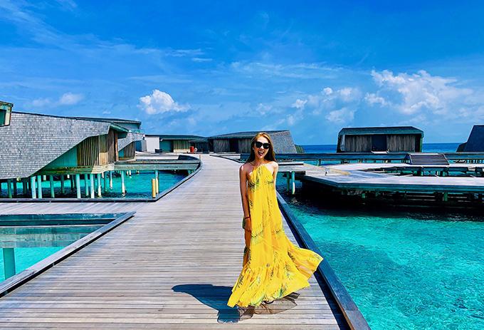 Hoa hậu Tường Linh tận hưởng biển xanh nắng vàng ở đảo quốc Maldives.
